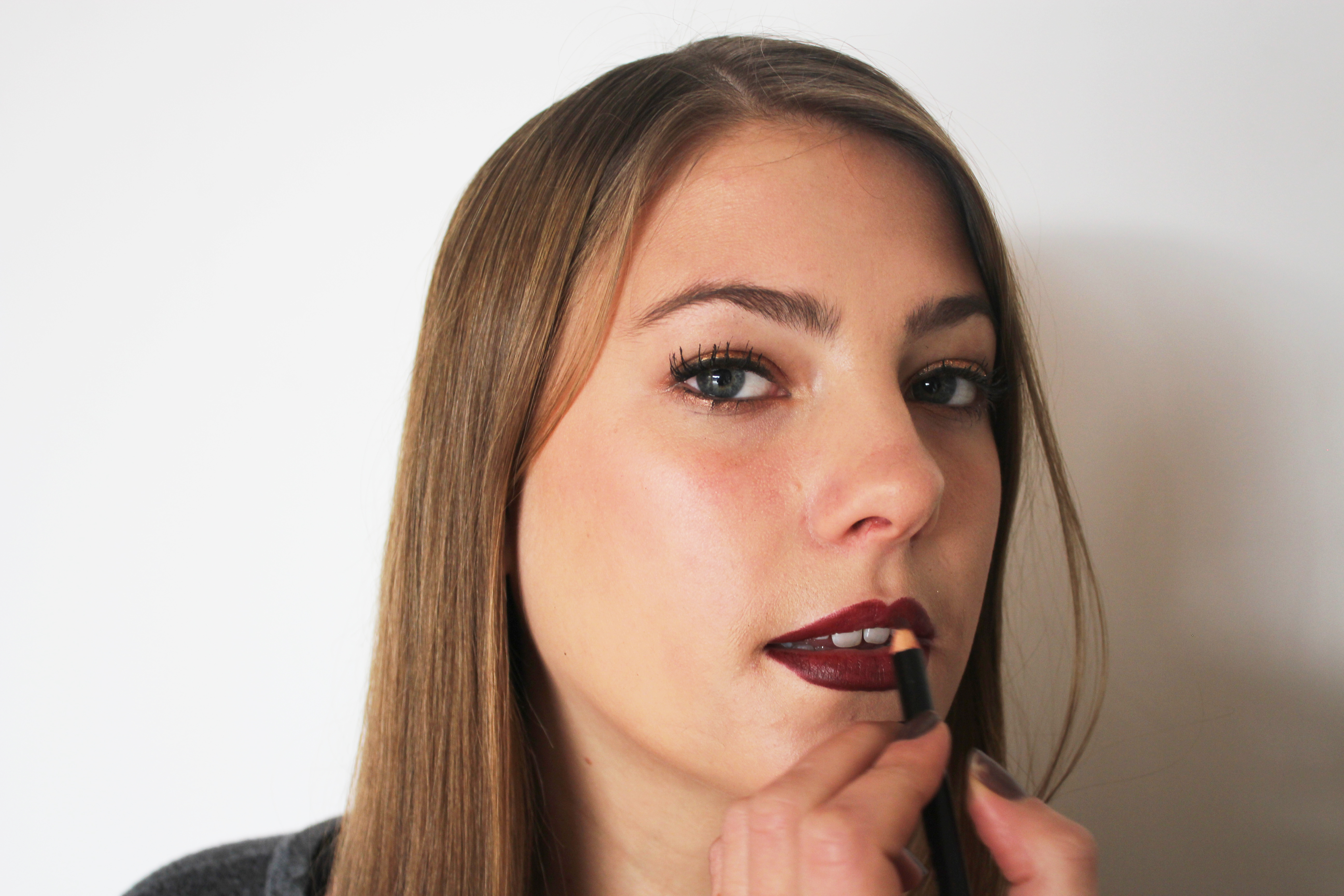 Holiday Makeup Gif Tutorial How To Pull Off A Shimmery Eye And Bold